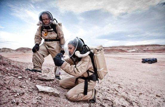 一队火星专家在美国犹他州一个沙漠,模擬在火星上的生活。近日有研究人员发现,火星上的环境只能让人类存活68天。