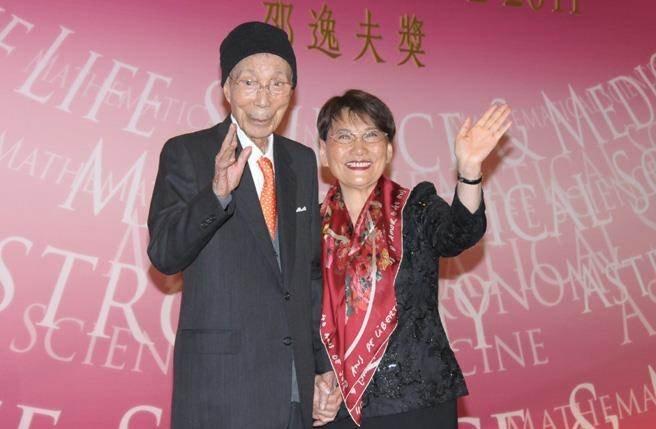 楚原指自己当时被嘲是邵氏公司內最难堪的导演,更有传方逸华(右)因此而弃用他作导演。