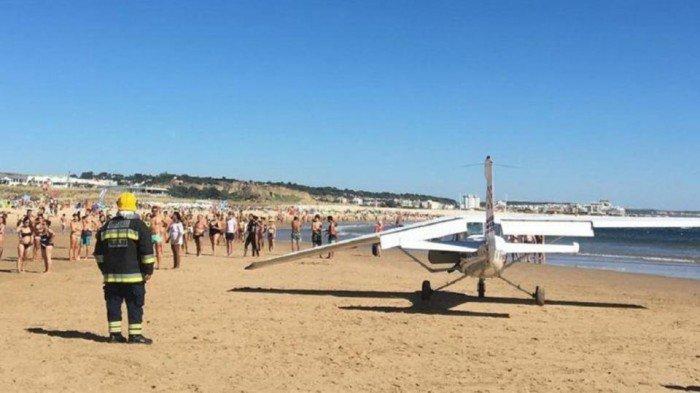 海滩享受日光浴 小型飞机撞死2人