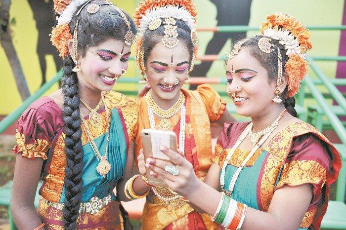 贸易战开打? 印度审查中国手机