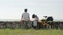 劉理順來自小康之家, 從小在父 母的呵護下長大。他坦言,旅程剛 開始時會抗拒坐在馬路上,因為覺 得很髒,但后期已經覺得無所謂, 「只要有地方睡就很好了。」