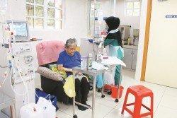 儘管醫務人員千叮萬囑,要陳美蘭記得洗腎,但礙于經濟不允,她也唯有洗一次算一次,心中默默盤算下次的醫療費。