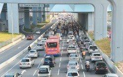 蕉賴路向來都是塞車黑區,惟隨著第一捷運通車之后,民眾認為交通阻塞的情況已經有稍微改善的現象。 (攝影:顏泉春)