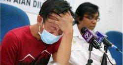 蔡志輝(左)疑無法承受大耳窿騷擾的壓力,在記者會上情緒突然崩潰,放聲痛哭。右為拉威。