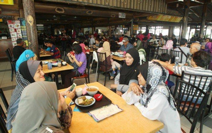 捷運開到沙爹城 食肆週末週日客滿