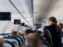 經常在天上飛的空服員對機上飲料退避三分,尤其是熱水、咖啡或茶。(示意圖)
