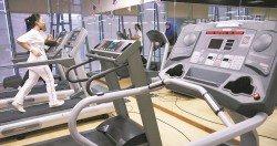 我國近年來吹起一陣健身熱潮,民眾也為了保有一身完美體態及健康,上健身中心運動鍛煉。