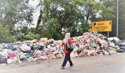 全國垃圾量只增不減,仰賴土埋場非長久之計,到底要採納「垃圾轉能源」還是「垃圾轉資源」法處理城市垃圾,學界和本地機構存有爭議。