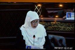 已故前首長阿迪南的夫人兼丹絨拿督區州議員拿督阿瑪查米拉,首次在州議會發言。