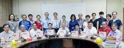 寬柔學校將在8月12日及13日舉辦104周年校慶系列活動。前排左4起為鄭振賢、童星存及洪慧娥。
