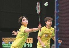 莎希莉(左)與德查普爾在混雙打響頭炮,前者也在女雙貢獻分數,成為泰國晉級半決賽的頭號功臣。