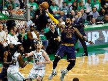 騎士巨星詹姆斯(23號)季后賽總得分正式超越「籃球之神」佐丹,成為NBA歷史第一人!