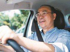 謝文達(50多歲)雖擁有電磁系博士學位,但每天卻花7小時當Uber(優步)司機。