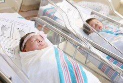 美國南卡羅來納州一所醫院發生了羅密歐、茱麗葉一出生就相逢的巧遇。攝影師分享照片,引起網路熱烈迴響。