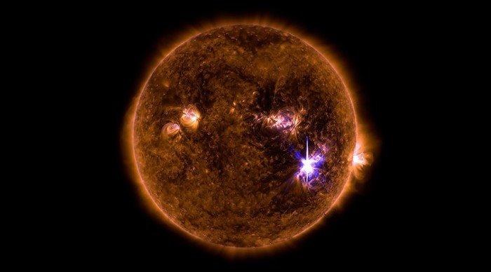 太阳爆发12年来最强闪焰 地球明恐通讯故障