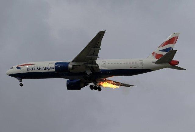 英航班机两度取消、引擎起火 原本约4小时行程变33小时