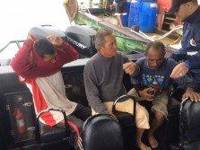 3名渔夫被救起时体力疲惫 。