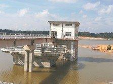 2017年5月竣工的加亨水壩已經完成注水,卻因沒有濾水站無法使用,柔州政府議決重新恢復建設加亨濾水站,並將重新招標。(檔案照)