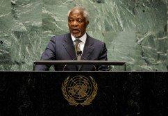 安南是非洲加納人,1996年當選聯合國秘書長,當時他已在聯合國工作25年,並於2001年當選連任。