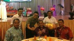 莫斯達迪(左起)、黃勃揚、鄭凱聰、拖士林及戴南香,參與古來哥打路黃金花園慶中元晚宴。