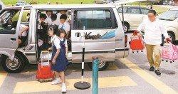 政府計劃規定載送學生的私家車須註冊,引起熱議,民眾對此措施有贊有彈。