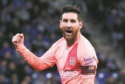梅西兩度施展自由球絕技,於上下半場各入一球,成為巴塞羅那大勝同城對手埃斯班牙的最大功臣。