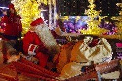 芬蘭聖誕老人村的聖誕老人在週日乘坐雪橇,準備開始他漫長的聖誕之旅。