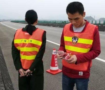高速公路驚見百元大鈔 收費員撿逾3千令吉