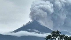 瓜地馬拉的富埃戈火山周日猛烈爆發,釀成7人喪生。
