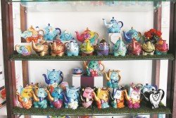 陶瓷產品不但是一種容器,也可以是一件藝術品,就如「昌南」近年推出的Doramie品牌陶瓷產品,即是以手繪的藝術品,具備盛物及觀賞兩用功能。