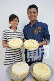 黃冠皓(右)與黃琪君堅持以D24和貓山王為製作千層蛋糕的主要材料,勢要讓老饕吃出滋味。