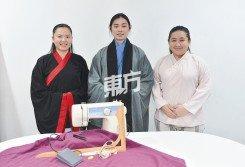 縫製漢服的工具並不多,布料的選擇亦非常具彈性,王凱瀅和丘家榮是補習班的指導老師,右為吳文怡。