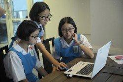 教育結合科技教學法已是大勢所趨,惟教 育部必須謹慎制定科技教學政策, 否則將 遭到學生濫用,引發更多問題。(檔案照)