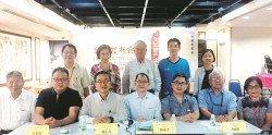 黃榮慶(前排左起)、張集強、林志文、陳亞才、徐威雄、李亞遨和姚麗芳呼籲大眾踴躍支持「文化資產保存基金」,共同保護族群歷史文化的根基及歷史記憶的命脈。