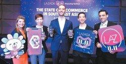西蒙巴普提斯博士(右起)聯同來贊達大馬頂尖店家之一龔廷 生、大馬來贊達首席執行員克里斯多福、首席商務員陳惠仙、 和主持人出席《東南亞電商概況座談會》。