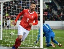 瑞士憑藉前鋒塞費洛維奇(左)上演帽子戲法,在主場以5比2逆轉大勝比利時。