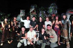 Themepaktu恐龍王國 從11月18日至明年1月 1日在公主港展出。第 二排左3起為蘇松桔、 范成康、廖彩彤及李儀等人。(攝影:楊金森)