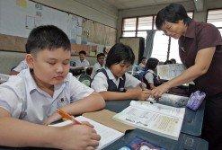 教育部宣佈明年起取 消小學一至三年級考試, 受訪家長質疑教育部是否做好準備工作,並擔心廢除考試之舉最終只是「換湯不換藥」。(檔案照)