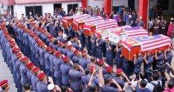 6名消拯員潛入廢礦湖尋找墜湖少年而 殉職,引起國人關注及痛惜。