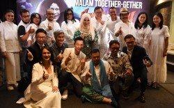 天王劉德華以超級VVIP身份出席,在記者會上他與馬來恐怖喜劇電影《Hantu Kak Limah》一眾主創人員及演員喜氣慶功。