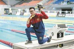 柔佛泳將謝仿德(圖),以4分30秒48奪得男子400公尺混合泳金牌,並打破了孫翌恩于2個月前創下的4分30秒85舊全國紀錄。