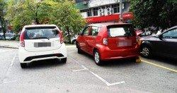 有民眾在推特上載一則消息,指有民眾將轎車停放在白色 停車格內,結果遭到吉隆坡市政局執法人員開出罰單和鎖車輪。