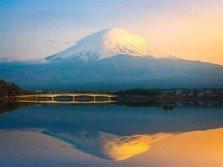 富士山頂是私有地,日本政府每年都要付龐大租金給土地持有人「淺間神社」。