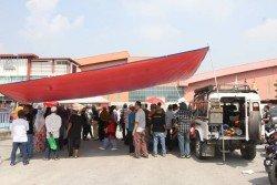 仁嘉隆逾百村民在工廠外搭建帳篷,堵住工廠唯一進出口。