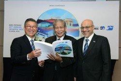 左起為余養堅、主席阿都哈林及財務部副總裁拉惹阿 茲蘭沙,一同出席記者會。