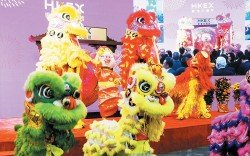 香港交易所舞獅歡慶豬年開市。