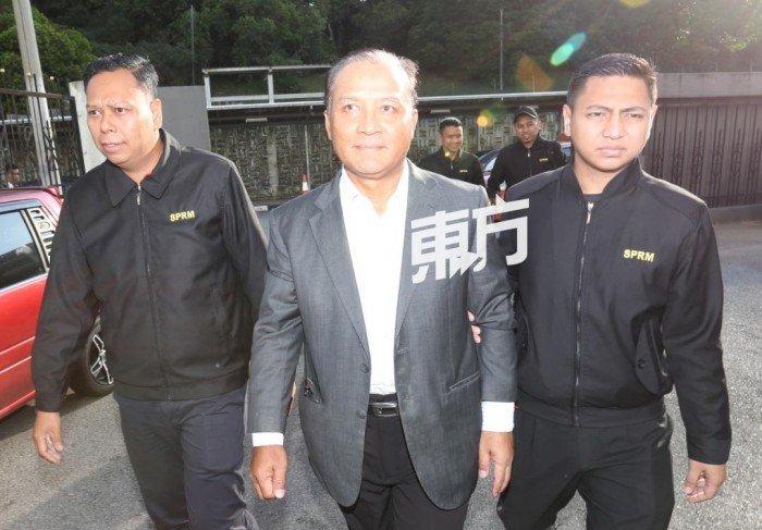 涉嫌收賄總值23萬令吉 拿督級前國會議員被控上庭
