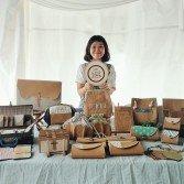 對成順萍而言,每個產品都是她的「孩子」,每次售賣一個都有滿滿的不捨。「所以我不減價。」不過,坦白說,相比起市場其它手作包,她的定價算是親民。