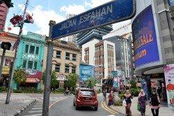 隆市政局將從3月15日起,關閉端姑阿都拉曼路自艾斯法翰路口開始的1公里路段,以打造當地為「人行街」。 (攝影:顏泉春)