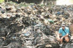 積如山的塑料垃圾,若業者沒有根據正規程序處理,就會釀成環境污染。 (攝影:連國強)